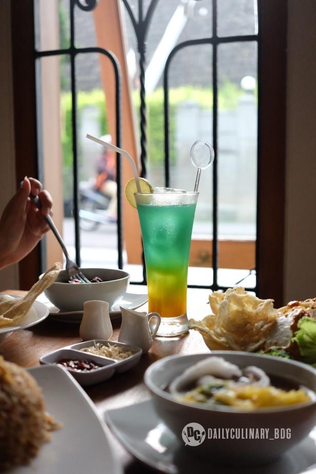 NyTjoan_Bandung_Restoran (8)